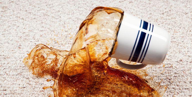 كيف تنظيف بقع القهوة من علي الموكيت والملابس والسجاد باسهل الطرق المنزلية